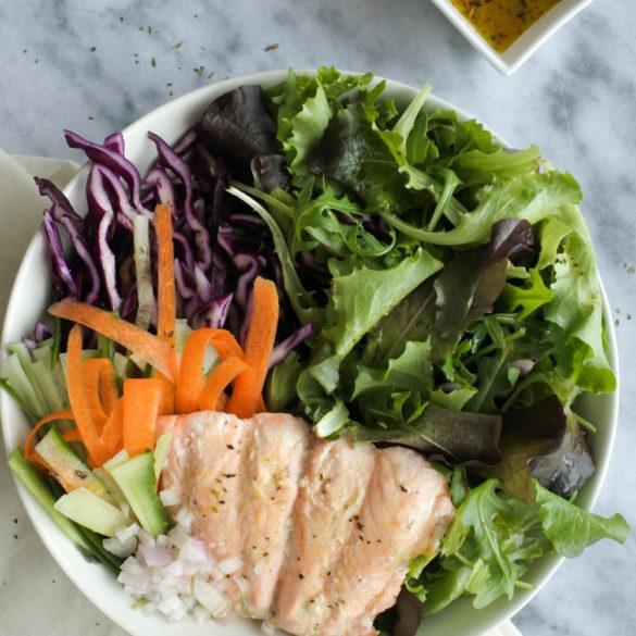 Super lekker en staat zo op tafel! Zalm Salade met Vinaigrette van Sinaasappelsap (AIP, Paleo, Glutenvrij, Lactosevrij)